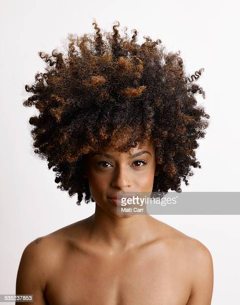 young woman with big hair - afro americano - fotografias e filmes do acervo