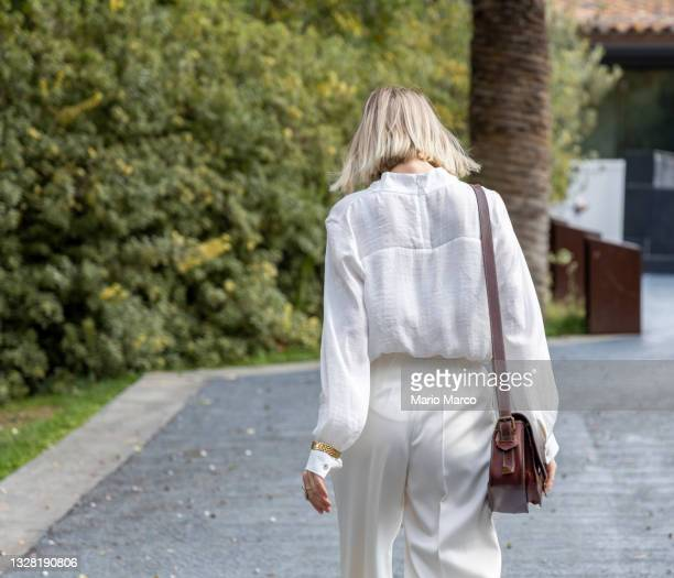 young woman with brown handbag - dress stock pictures, royalty-free photos & images