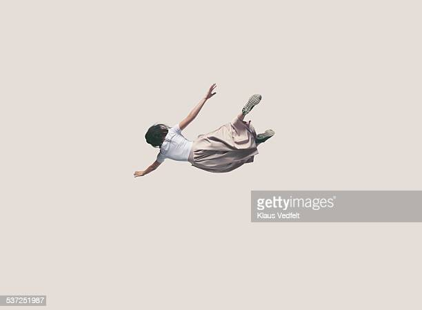 young woman with dress hanging in the air - in de lucht zwevend stockfoto's en -beelden