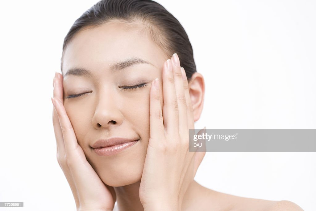 Young woman with eyes closed, close-up, front view  : Photo