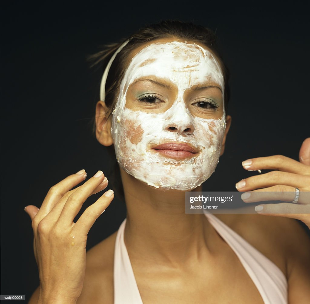Young woman with face pack : Foto de stock
