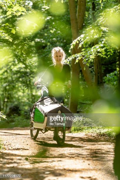 young woman with her cargo bike - bo tornvig - fotografias e filmes do acervo