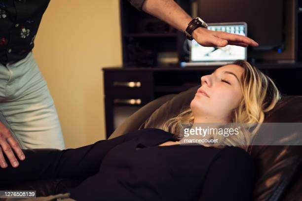 """young woman with hypnotherapist in session. - """"martine doucet"""" or martinedoucet stock pictures, royalty-free photos & images"""