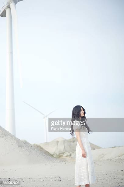 young woman with long black hair - long dress - fotografias e filmes do acervo