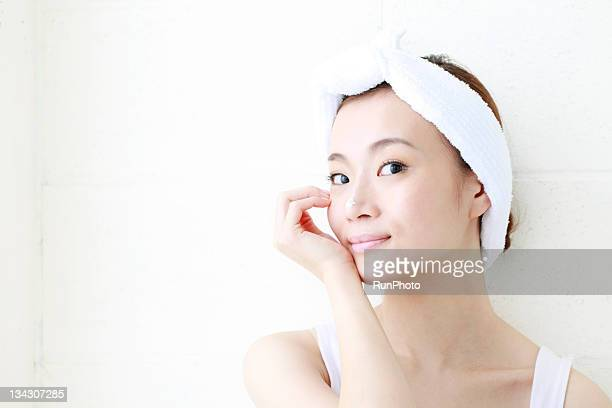 young woman with lotion on nose,smiling - ヘアバンド ストックフォトと画像