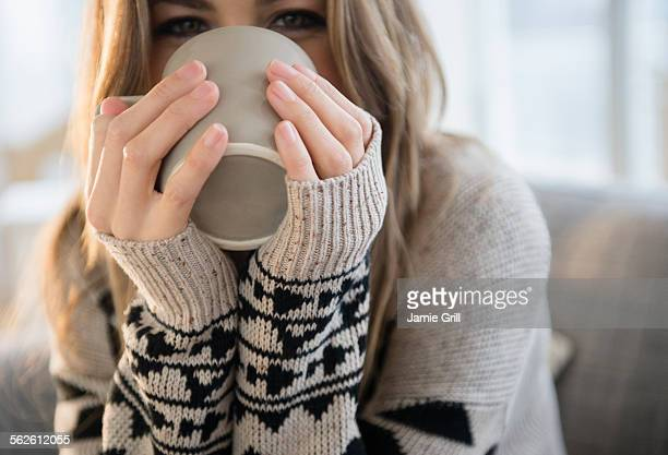 young woman with mug - sweater stock pictures, royalty-free photos & images