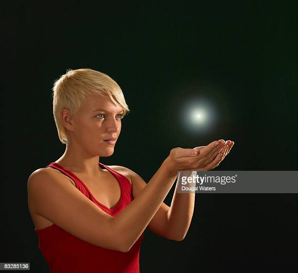 young woman with orb of light. - main tendue photos et images de collection