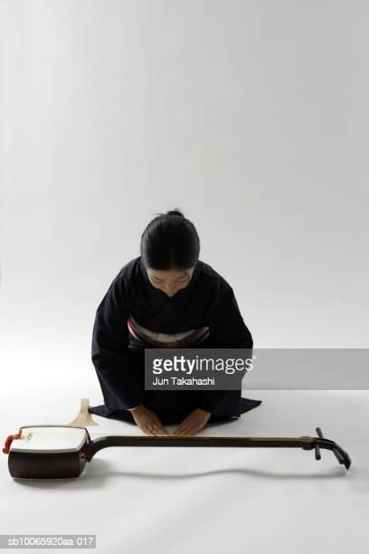 young woman with shamisen - vangen imagens e fotografias de stock