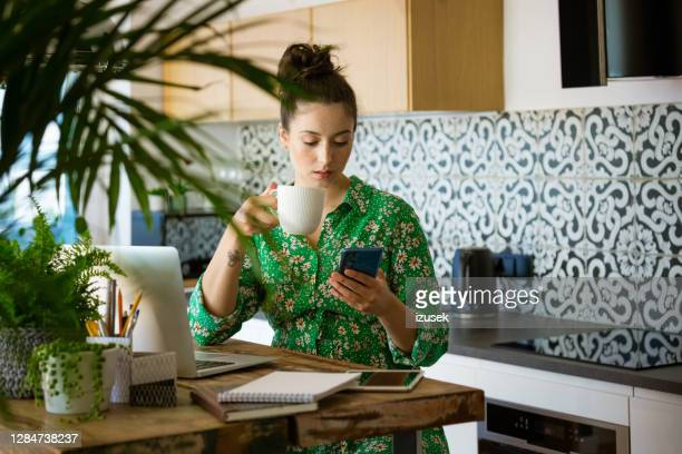 young woman working at home - izusek imagens e fotografias de stock