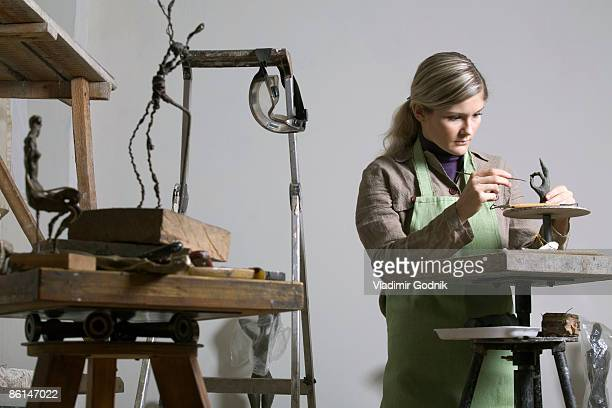 a young woman working in an art studio - sculptor stock pictures, royalty-free photos & images