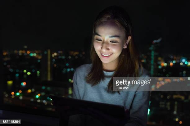 仕事の若い女性