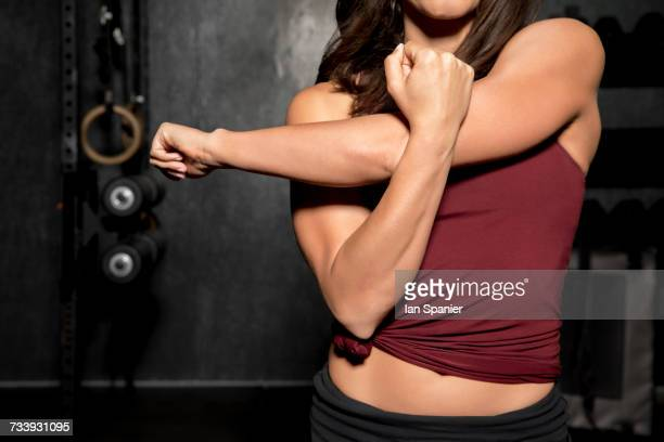 young woman working out in gym, mid section - toned image stock pictures, royalty-free photos & images