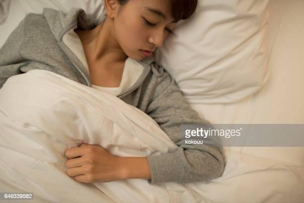 dormitorio de una joven - bedzed fotografías e imágenes de stock