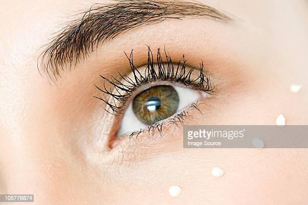 Jeune femme, gros plan de l'oeil