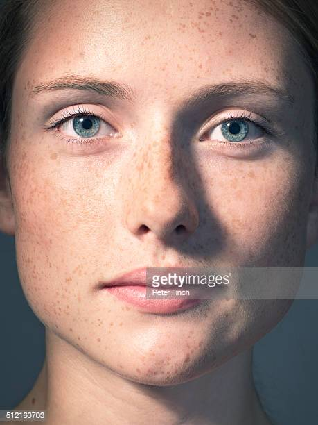 young woman's portrait with freckles - close up fotografías e imágenes de stock