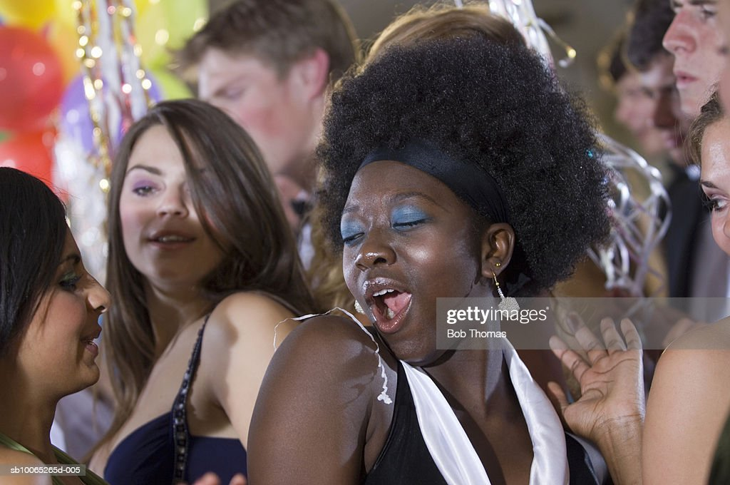 Young women dancing in party (focus on foreground) : Foto stock