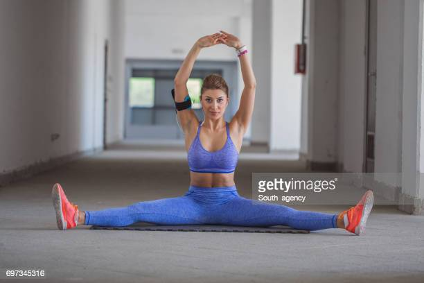 young women doing the splits - doing the splits stock photos and pictures