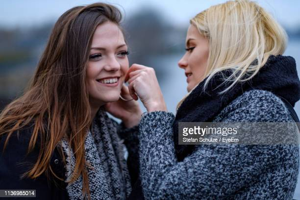 young women in city - earring stock pictures, royalty-free photos & images