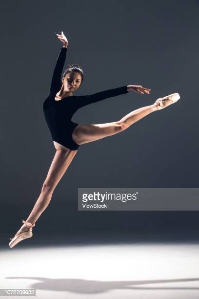 young women in the dance ballet - china east asia stock-fotos und bilder