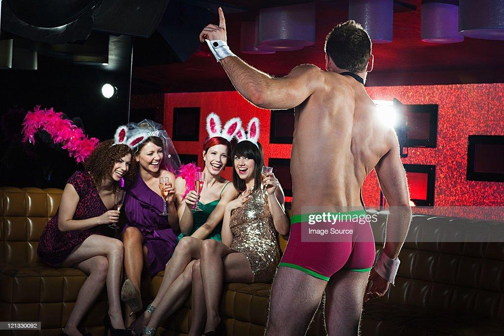 Стриптизер оттрахал девку на сцене — pic 3