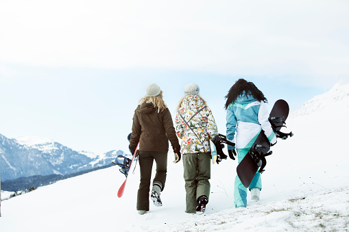 3 young women on winter holiday - gettyimageskorea