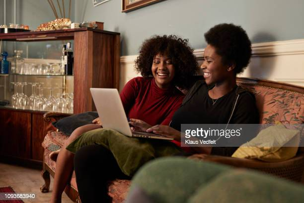 young women ordering christmas gifts online with creditcard - bordeaux rosso foto e immagini stock