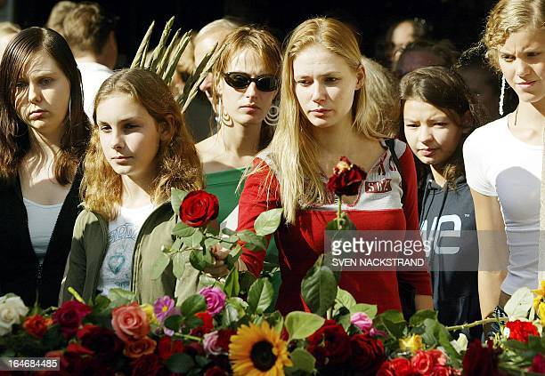 Young women puts flowers outside the NK store in Stockholm 13 September 2003 where Swedish Foreign Minister Anna Lindh was stabbed 10 September Lindh...