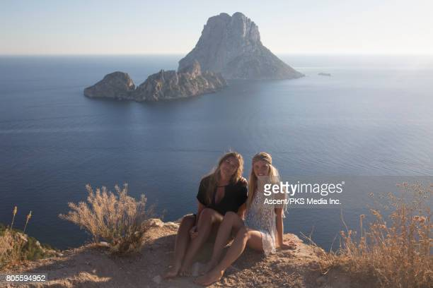 young women relax in coastal landscape - mb media stock pictures, royalty-free photos & images