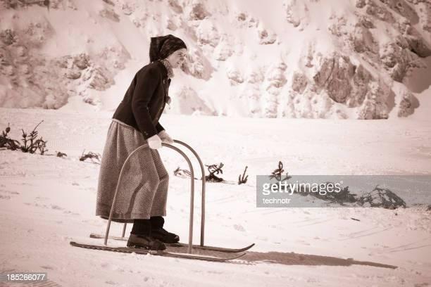 Junge Frauen Skifahren