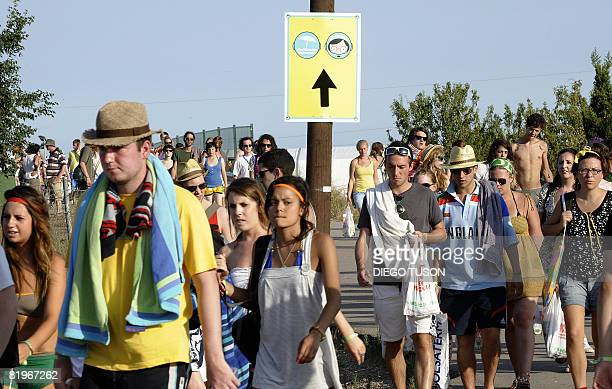 Youngsters attend the Benicassim international music festival , one of Europe's biggest annual music gatherings, on July 17, 2008 in Benicasim. The...