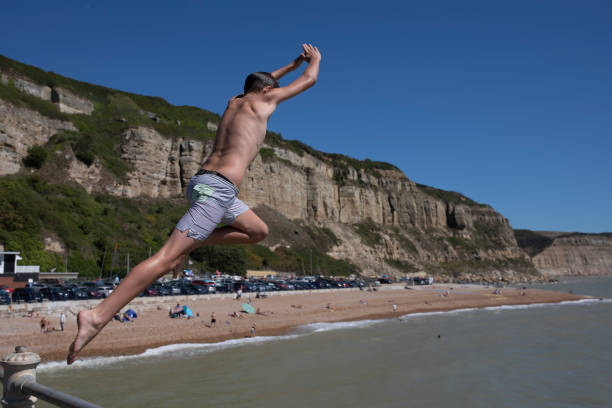 GBR: South of England To Bask In Three-Day Summer Heatwave