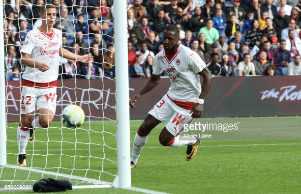 Younousse Sankhare of FC Girondins de Bordeaux scores a goal during the Ligue 1 match between Paris SaintGermain and FC Girondins de Bordeaux at Parc...