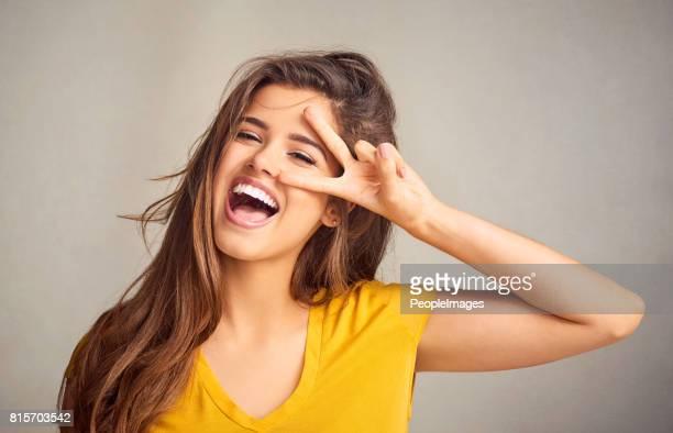 votre attitude est contagieuse - symbole de la paix photos et images de collection