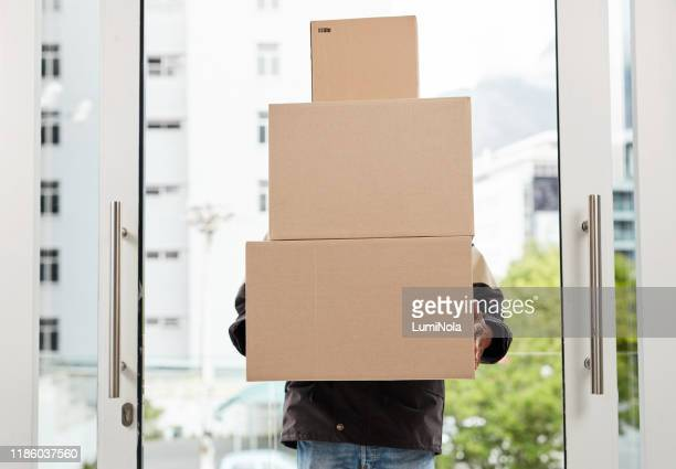 your shipment has arrived to your door - returning merchandise stock pictures, royalty-free photos & images