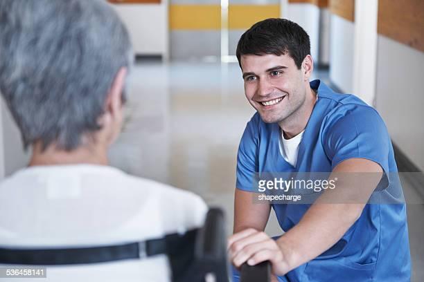 vous vous en êtes bien mieux - infirmier photos et images de collection