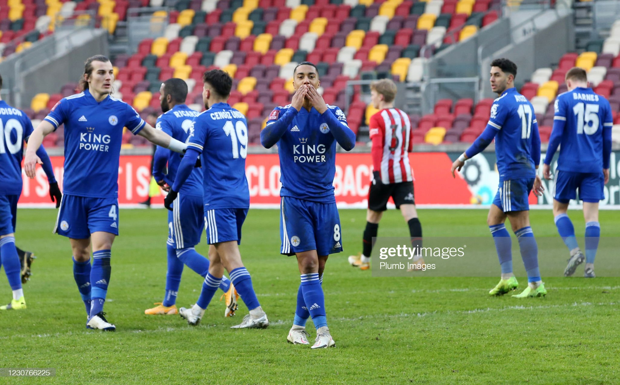Leicester come from behind to beat Brentford