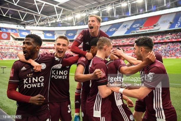 Youri Tielemans of Leicester City celebrates with team mates Marc Albrighton, Luke Thomas, Ayoze Perez, Wesley Fofana, Timothy Castagne and Kelechi...