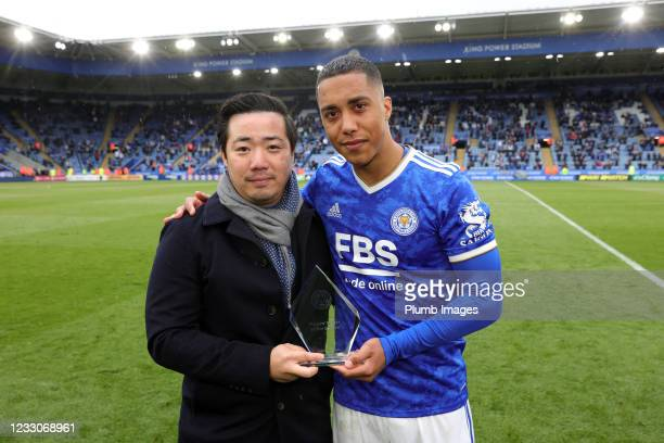 Youri Tielemans of Leicester City poses with Leicester City Chairman Aiyawatt Srivaddhanaprabha after being awarded with Leicester City players...