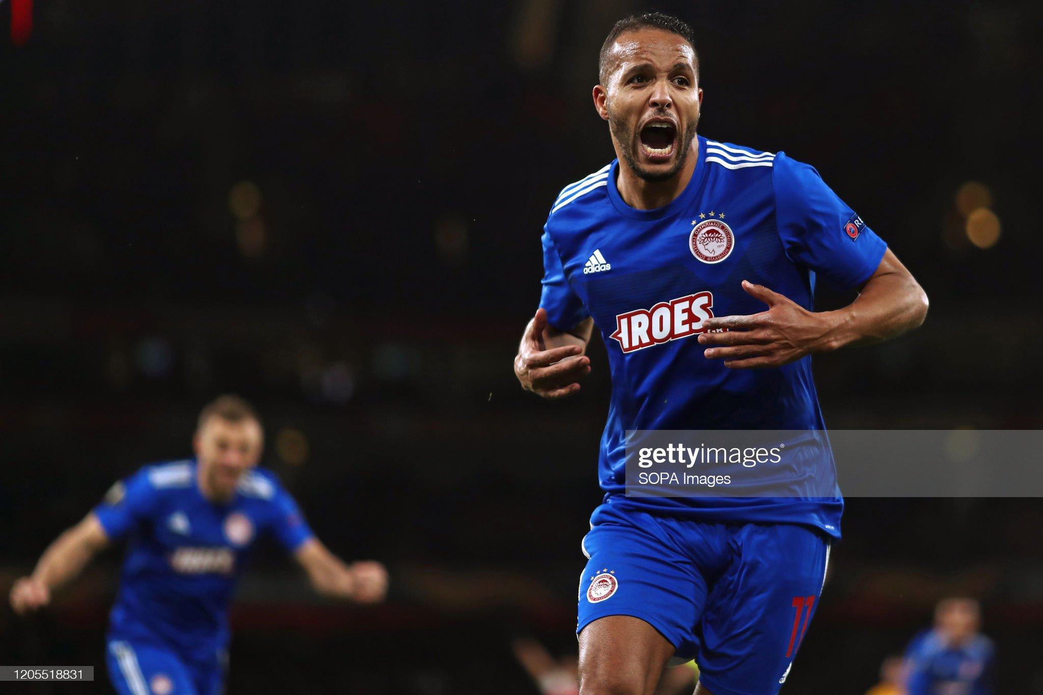 Youssef El Arabi do Olympiacos comemora após marcar um ...: Foto de Notícias