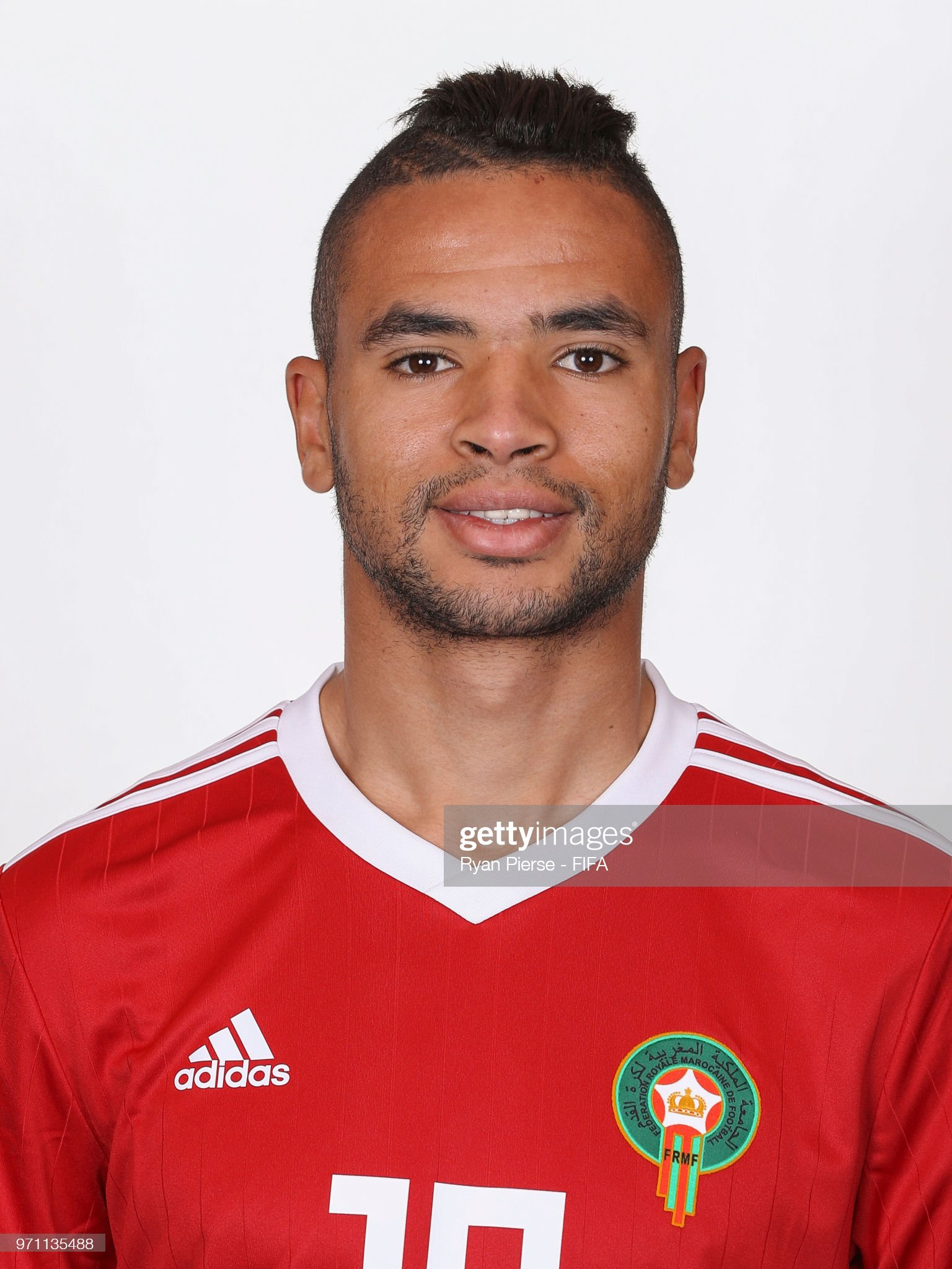 Norteafricanos Yousseff-ennesyri-of-morocco-poses-during-the-official-fifa-world-cup-picture-id971135488?s=2048x2048
