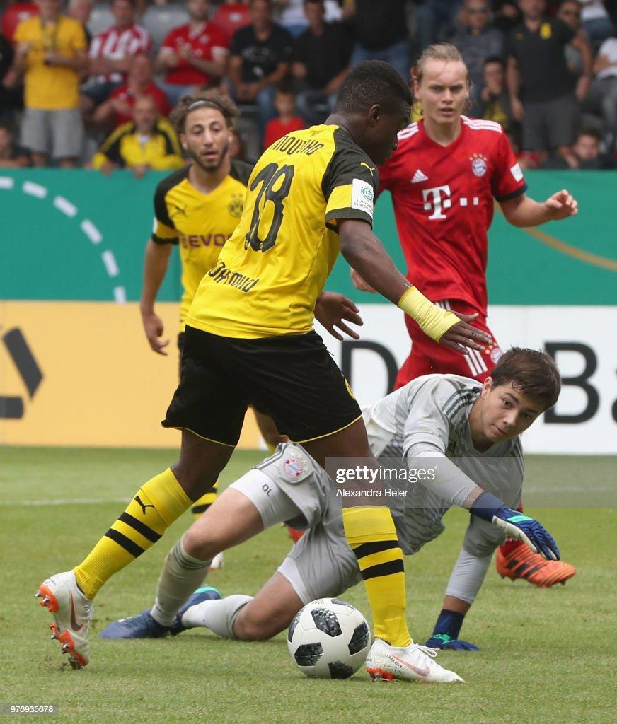 Bayern Muenchen U17 v Borussia Dortmund U17 - B Juniors German Championship Final : News Photo