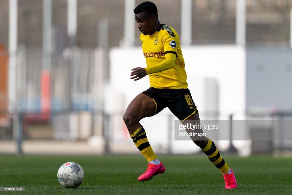 Bayer 04 Leverkusen U19 v Borussia Dortmund U19 : News Photo