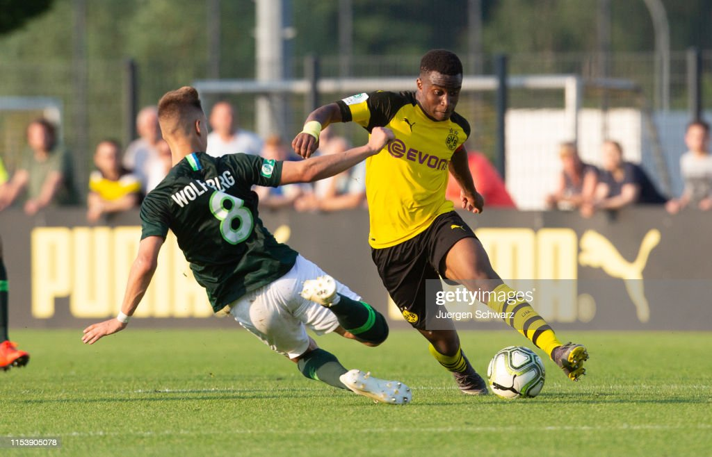 Borussia Dortmund U17 v VfL Wolfsburg U17 - B Juniors German Championship Semi Final Leg One : News Photo