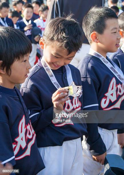 youth baseball players, medal ceremony - 野球チーム ストックフォトと画像