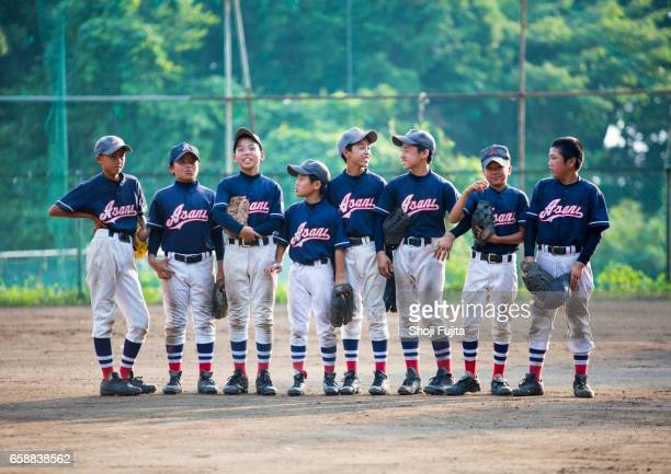 youth baseball players, teammates - baseball team stock pictures, royalty-free photos & images