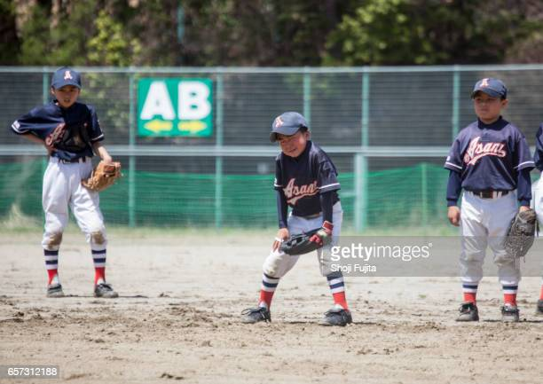 youth baseball players,defensive practice - baseball team stock pictures, royalty-free photos & images