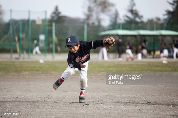 Youth Baseball Players,Defensive practice,catch