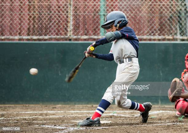 youth baseball players,playing game,batting - batear fotografías e imágenes de stock