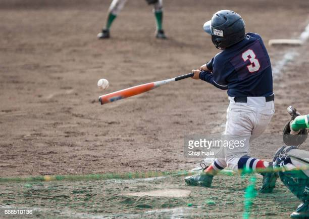 youth baseball players,playing game,batting - bastão de beisebol - fotografias e filmes do acervo