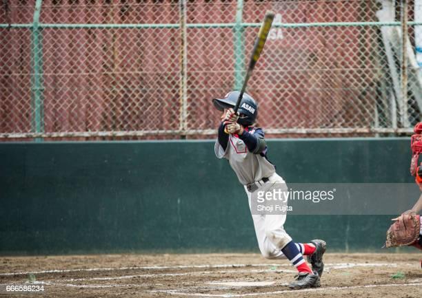 youth baseball players,playing game,batting - バッティング ストックフォトと画像